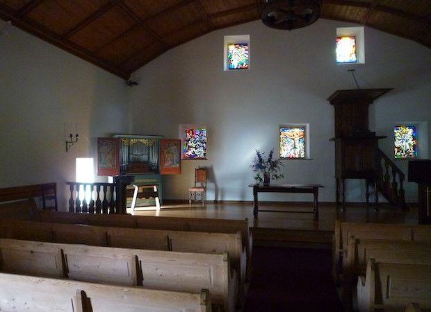 Intérieur de l'église de Montheron avec les orgues de choeur Sumiswald