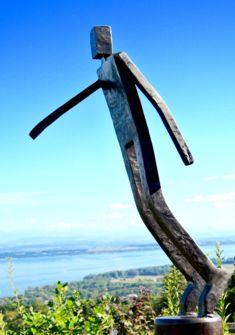 L'homme qui chavire, sculpture de michel Jenny