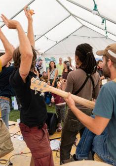 A l'ouest en concert sur la Place de l'Île à Vallorbe en 2016 Stan Smith