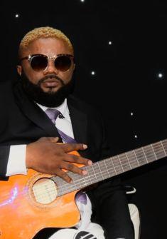 Proffa guitariste, chanteur et bandleader