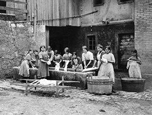 Jeunes filles au travail - Jura bernois - 1914-1915