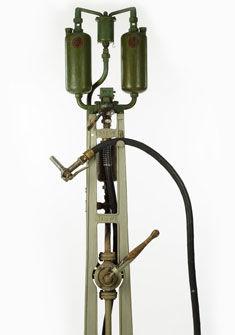Pompe à essence de la ferme du château de Béthusy, 1920