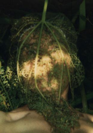 """Catherine Contour, autoportrait à barbirey no 6, de la série """"autoportraits chorégraphiques"""", 2003"""