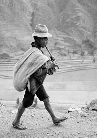 On the road to Cuzco, near Pisac, Peru, May 1954 © Werner Bischof/Magnum Photos