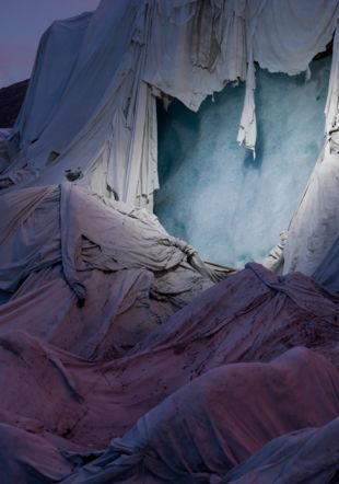 Norfolk + Thymann, Shroud, Glacier du Rhône, Suisse, 2018 © Courtesy des artistes et Project Pressure