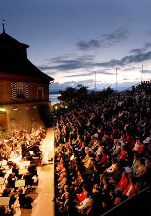 Cour du château de Morat concert symphonique