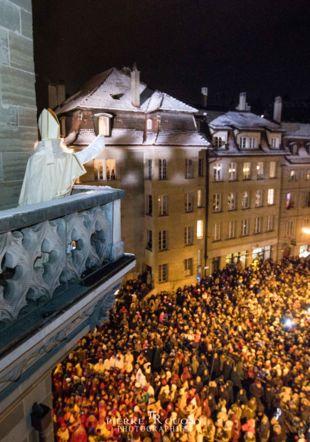 Discours de la St-Nicolas devant la foule Pierre Cuony Photographies