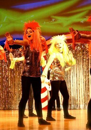 US musical comedy tours stage de comédie musicale