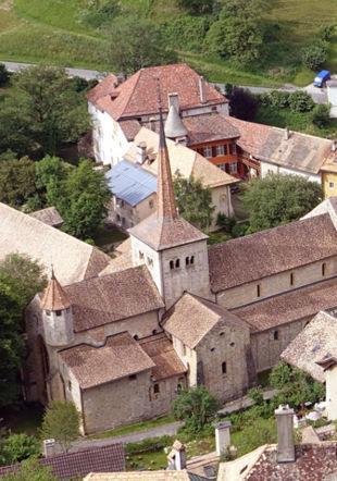 Vue du Bourg et de son abbatiale clunisienne Commune de Romainmôtier