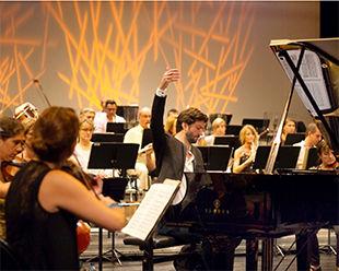 Victorien Vanoosten au piano
