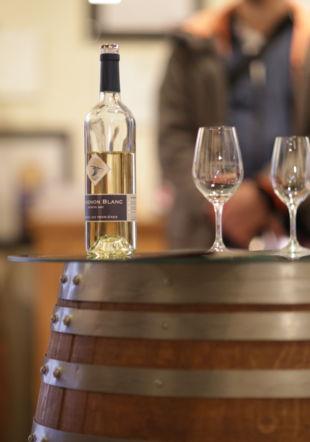 Bouteille de vin et verres