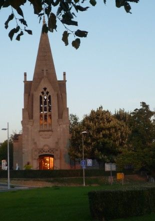 Le Carillon de Chantemerle dans son beffroi le soir