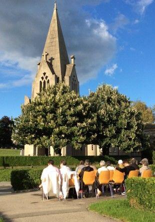 Le public assis en concert de carillon