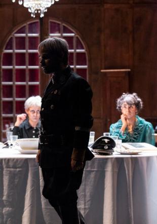 Photo de scène du spectacle AVANT LA RETRAITE Dorothée Thébert Filliger