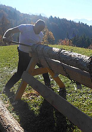 Bournelier perçant un tuyau de saumoduc Association Cum Grano Salis
