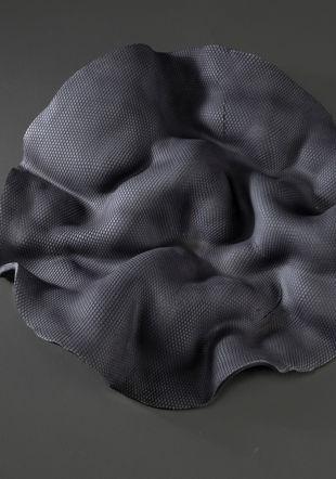 La mouvance de la Trame, porcelaine noire MHNG, P. Wagneur
