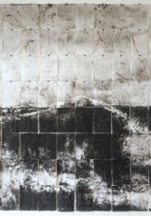 Emmanuel Wüthrich (*1969), Vague (I), 2018, lavis d'encre de Chine sur papier 2400 x 3360 mm, 128 feuilles de format 297 x 210 mm. Collection de l'artiste © Emmanuel Wüthrich. Photographie : Emmanuel Wüthrich