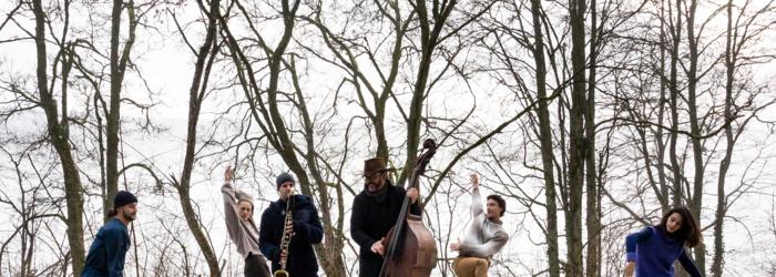 Répétition en pleine forêt pour les musiciens et danseurs de Silva. Yuri Pires Tavares