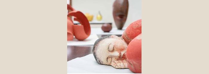 Akio Takamori (Japon . USA, 1950-2017) Sleeping Woman in red Dress, 2012