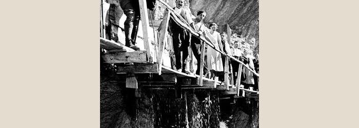 Ancien bisse de Savièse : Paroi du Sapin, 1934-1935 Raymond Schmid, Bourgeoisie de Sion, Médiathèque Valais - Martigny