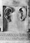 Ex-voto offert par Cutius de Gaule à Asklêpiós en gratitude du rétablissement de son ouïe. Tous droits réservés.